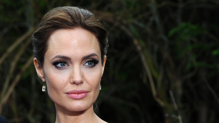 Ослепителната Анджелина Джоли на 45!