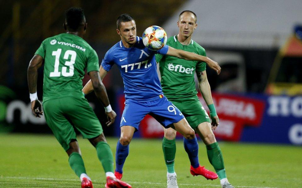 Шампионът Лудогорец приема раздирания от проблеми Левски в мача, в