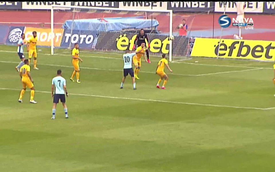 В 70-ата минута Дунав поиска дузпа за игра с ръка