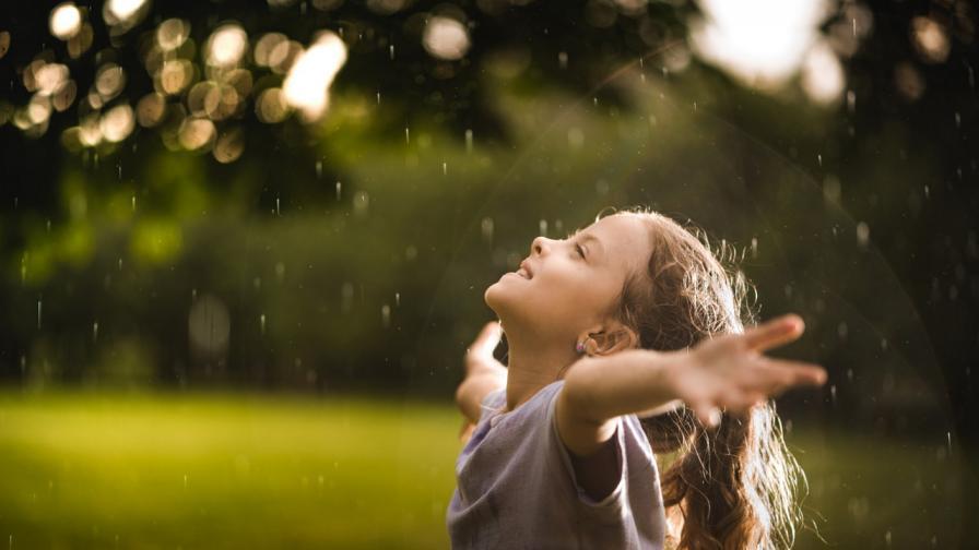 Слънце, но и дъжд днес, къде ще вали