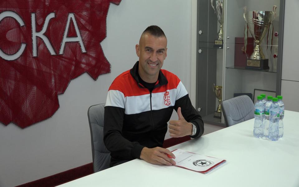 Играещата легенда на българския клубен футбол - Мартин Камбуров, вече