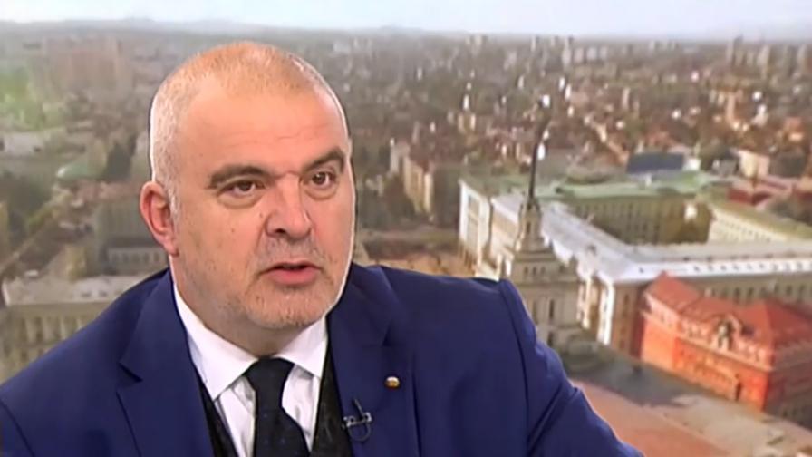 Манев: Нинова разиграва БСП като адвокат на Божков