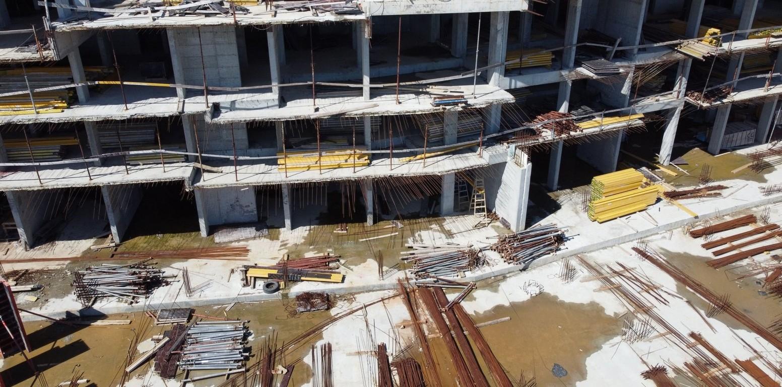 <p>То ще остане под земята, а в последствие на брега ще бъде изграден хотел.</p>