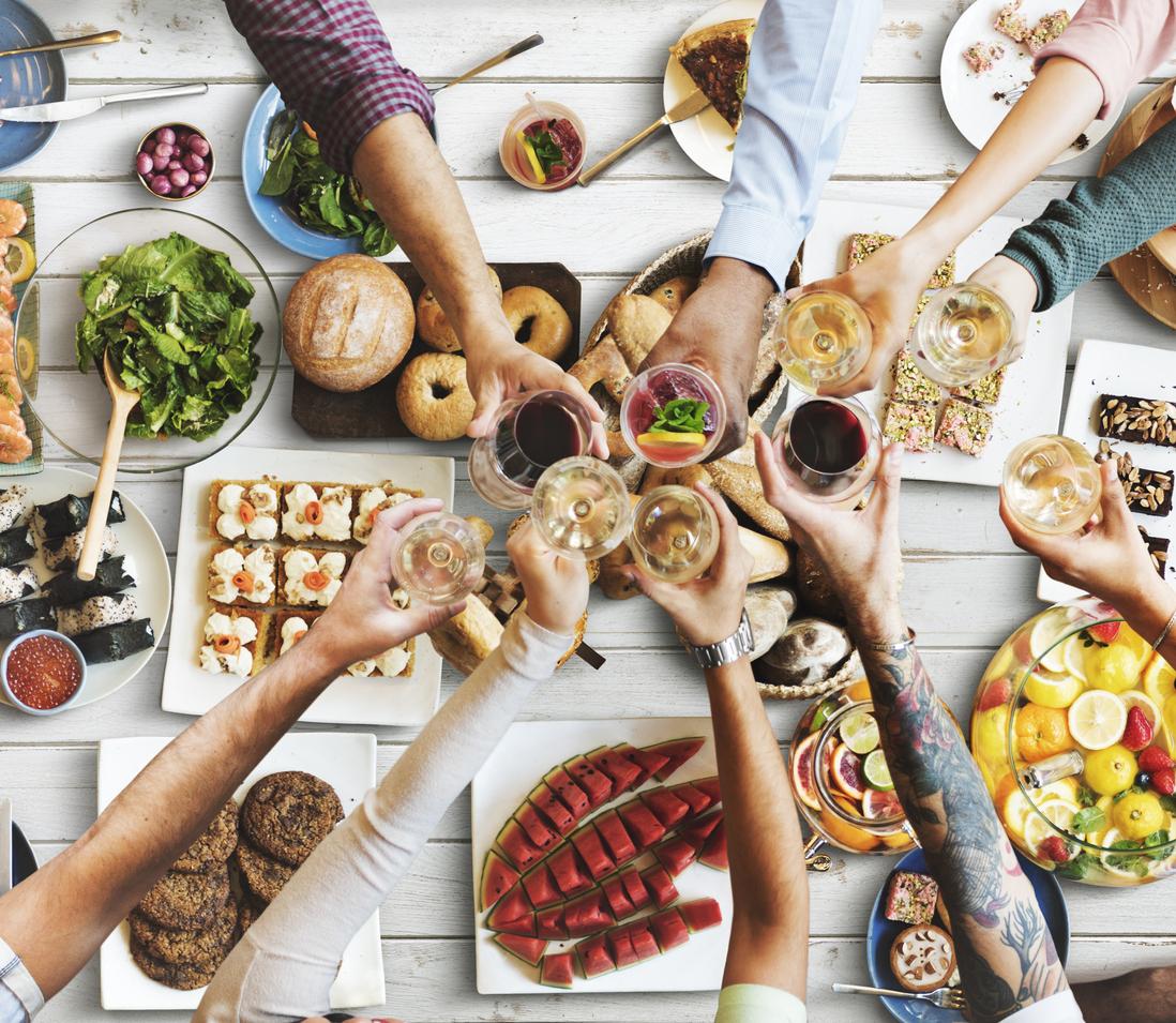 <p>Ядете твърде малко на закуска: Учени настояват, че за да отслабнете, трябва да се поглезите с обилна и вкусна закуска. Една балансирана закуска съдържа около 600 калории от чисти протеини и въглехидрати &ndash; позволете си и лек десерт, за да спазвате по-лесно диетичния си план за деня.</p>