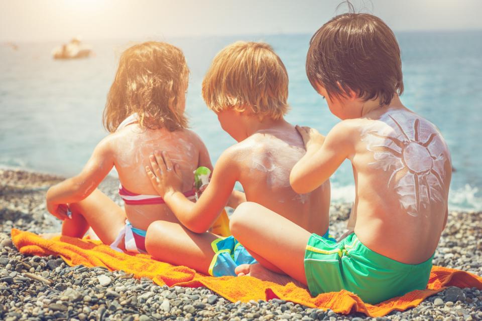 деца лято море ваканция почивка плаж слънце слънцезащита