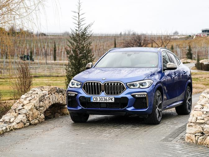 BMW X6 M50i галерия