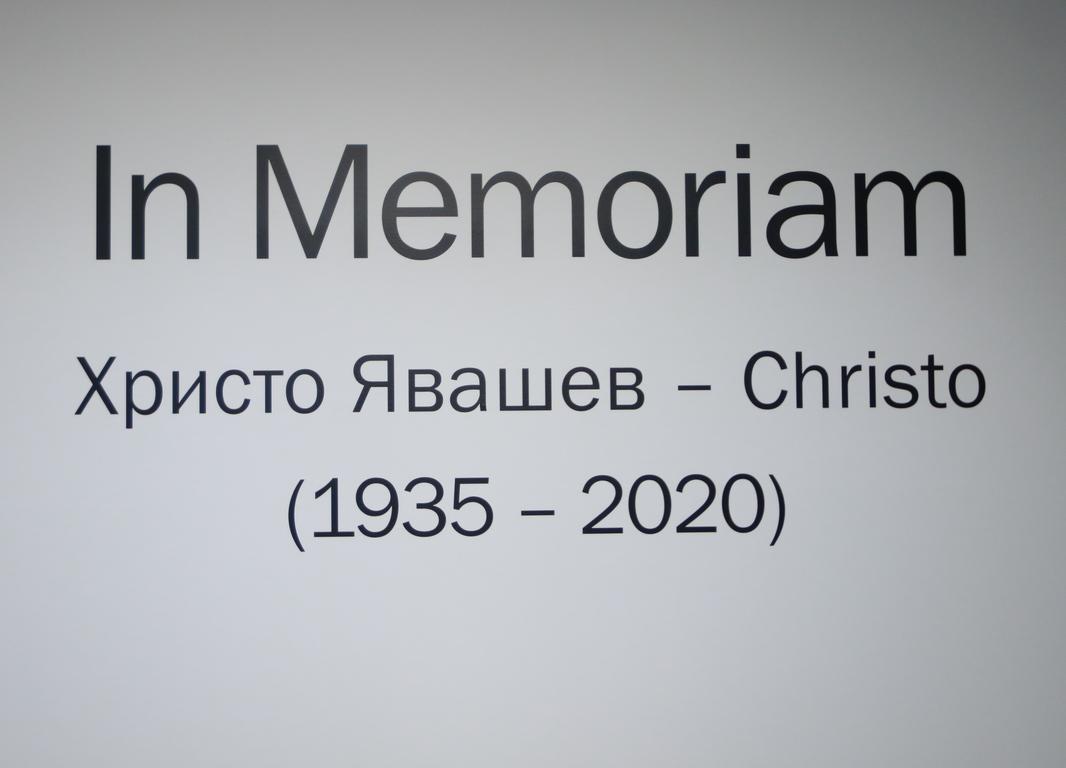 <p>С тази изложба Софийската градска художествена галерия отдава почит към необятния талант на Кристо, който напусна земния свят малко преди да навърши 85 години.</p>