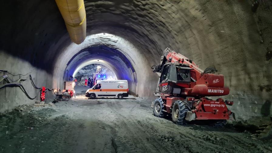 <p>Един от затрупаните в тунел &bdquo;Железница&rdquo; разказва за инцидента</p>