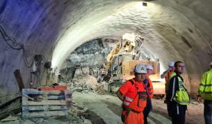 "Срутване в тунел ""Железница"", затрупани хора - България | Vesti.bg"