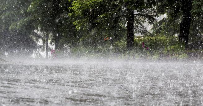 България Пороен дъжд наводни къщи в Кермен Пороят се е