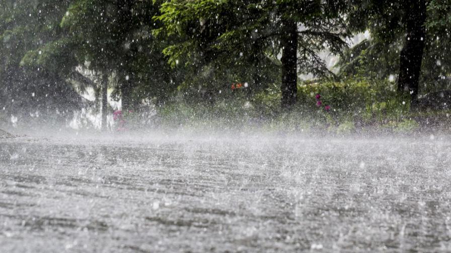 Пороен дъжд наводни къщи в Кермен