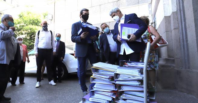 България Синдикати внесоха 101 000 подписа с искане за по-висока