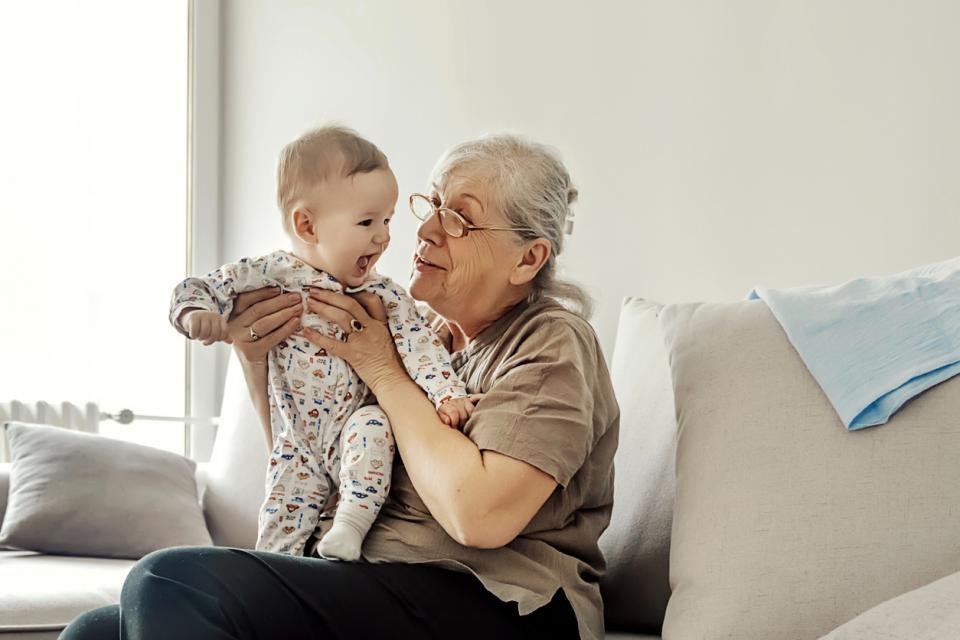 баба бебе внуче