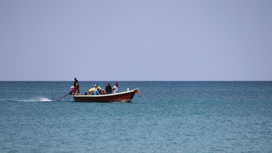Тежки подозрения: Гърция напада лодки с бежанци