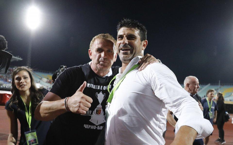 ОтЛокомотив Пловдив пуснахав продажба специалните чернитениски, които футболистите облякоха веднага