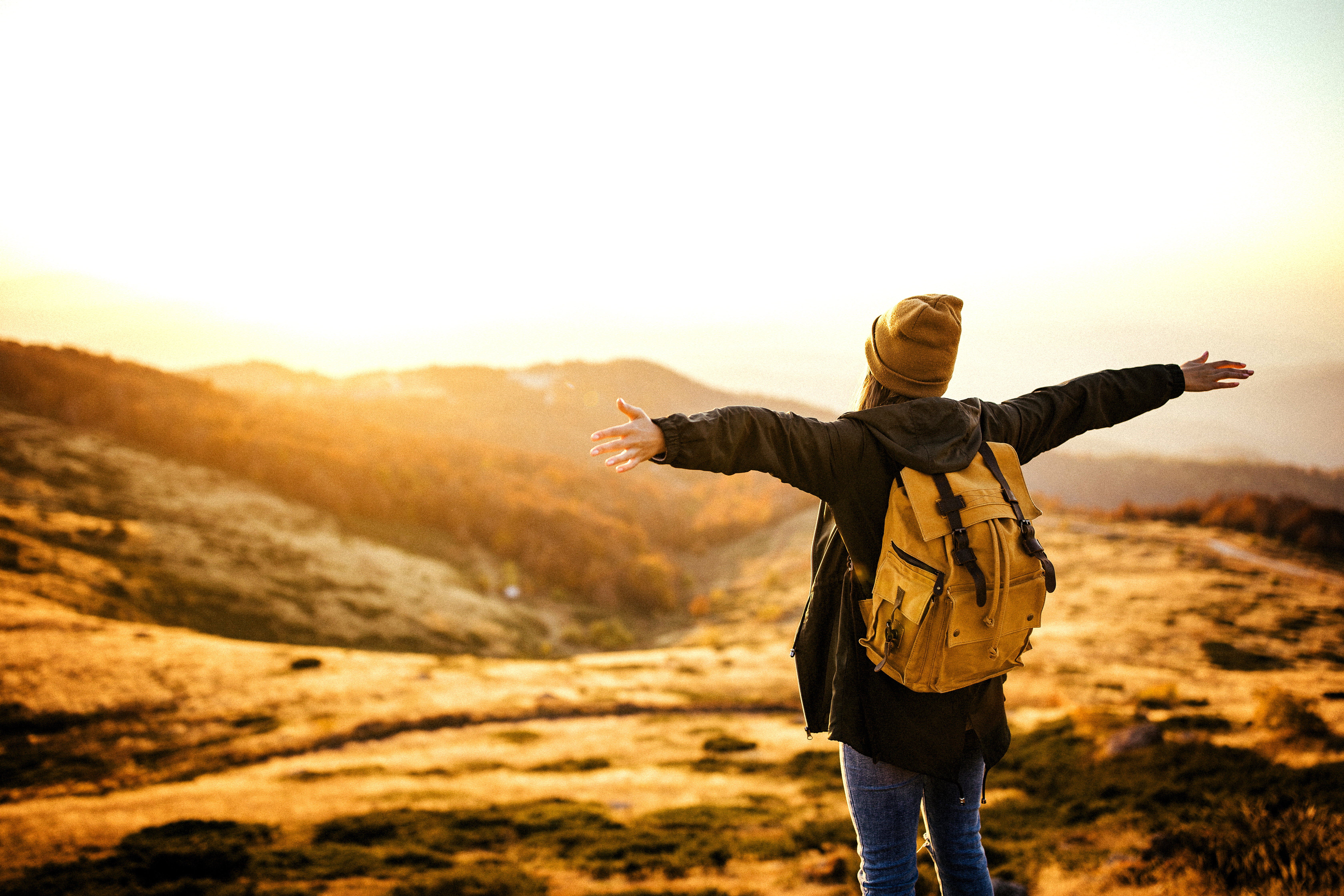 <p><strong>2. Всичко е нетрайно</strong></p>  <p>Вашите добри времена са временни, а лошите &ndash; също са временни. Затова, когато сте добре, наслаждавайте се на момента и бъдете благодарни за това. И когато сте долу, знайте, че ще преминете през това. Знайте, че това не е краят и че е просто лепенка върху раната. Животът е пълен с обрати, възходи, падения и изненади. Забравяме, че смисълът е пътуването, а не дестинацията. Във всичко има урок.</p>