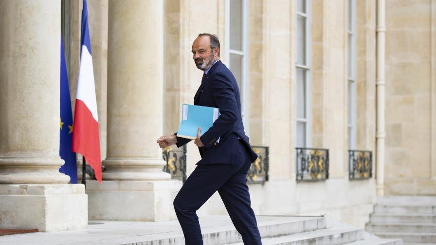 Правителството на Франция подаде оставка, Макрон посочи нов премиер