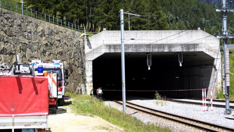 Катастрофа в тунел с туристически влак в...