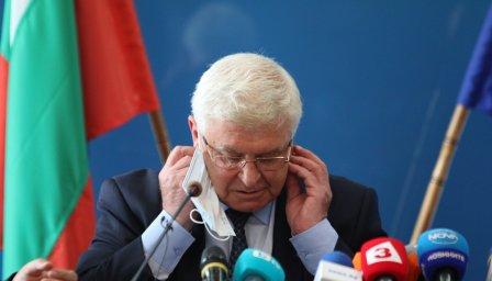 Крути мерки! Българският спорт остана без публика!