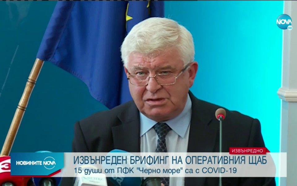 Министърът на здравеопазването Кирил Ананиев заплаши, че стадионите в България
