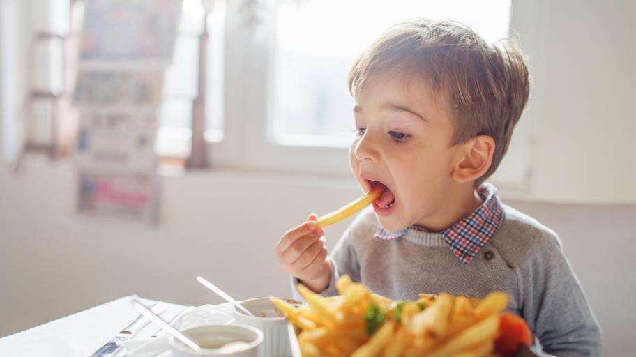 Какви количества захар и сол са полезни за децата