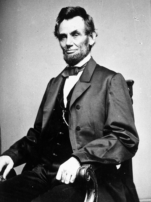 <p><strong>Ейбрахам Линкълн за расовото равенство</strong></p>  <p>&bdquo;Тъй като хората не могат да живеят, докато са равни, трябва да има позиция на висшестоящ и нисшестоящ, а аз, както всеки друг човек, подкрепям по-високото положение да бъде отредено на бялата раса.</p>