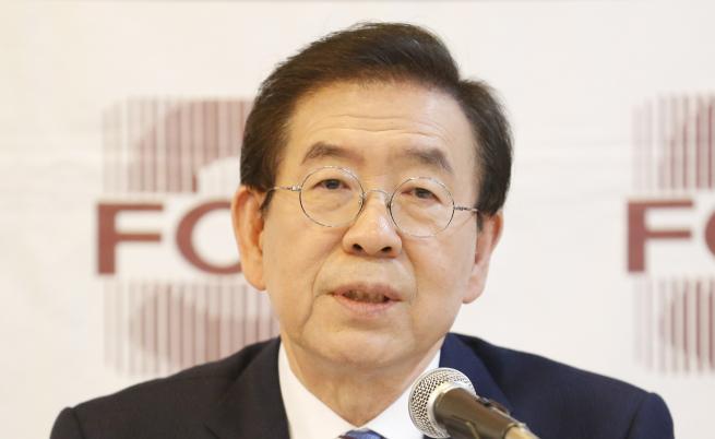 Издирват кмета на Сеул, телефонът му е изключен