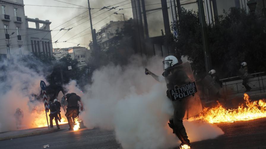 Насилие по време на демонстрация в Атина заради нов закон за протестите