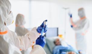 Как пациенти с COVID-19 в Румъния напускат болници - Теми в развитие   Vesti.bg
