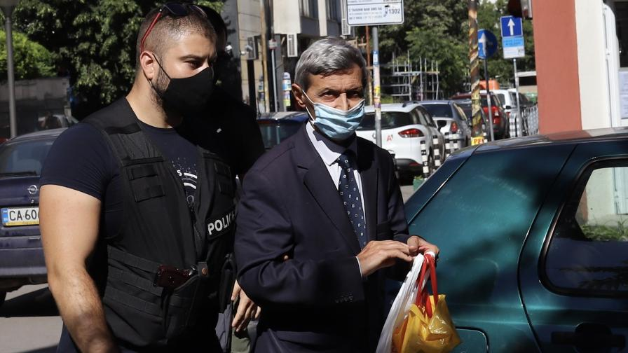 Илия Милушев беше доведен във Военно-окръжна прокуратура