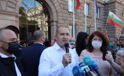 Два протеста на метри един от друг - в подкрепа на кабинета и на Радев