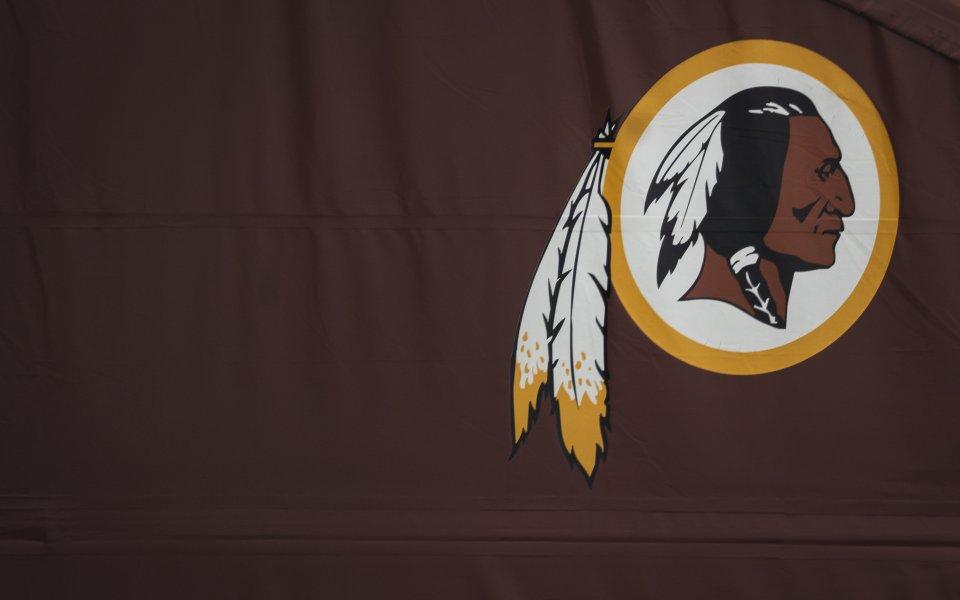 Легендарният отбор по американски футбол Вашингтон Редскинс ще промени името