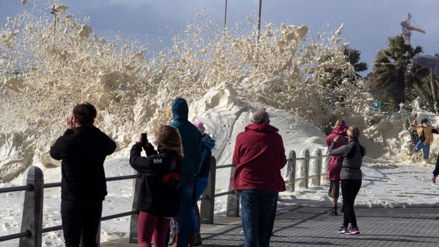Над 10 метрови вълни атакуваха Кейптаун