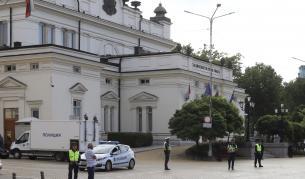"""В парламента: """"Или го свалете от трибуната, или ще го свалим ние"""" - България"""