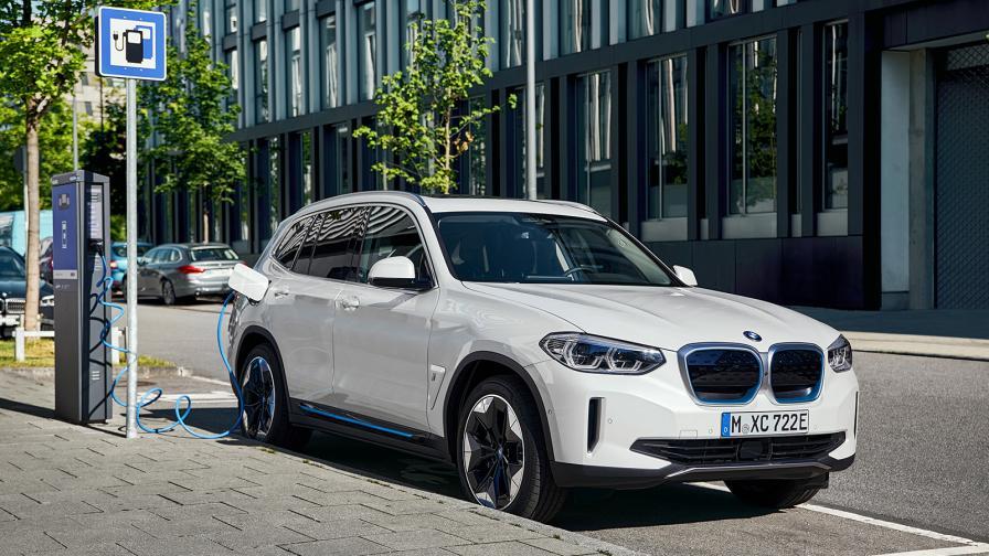 <p>BMW iX3 минава до 460 км на ток</p>