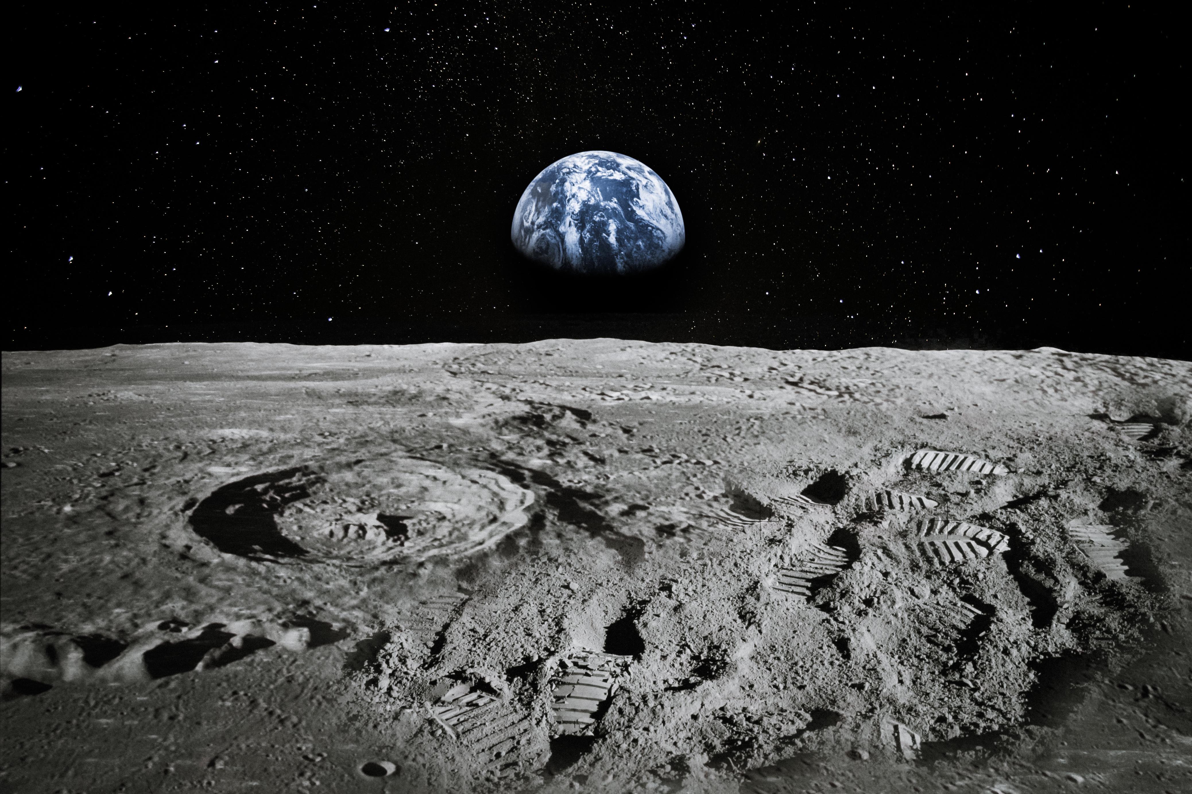 <p>За далечното бъдеще тя прогнозира, че &bdquo;животът в космоса ще бъде открит и изведнъж ще стане ясно как животът на Земята се е появил за първи път&ldquo;, а през следващите 200 години хората ще влязат в контакт със своите духовни братя и сестри от други светове.</p>
