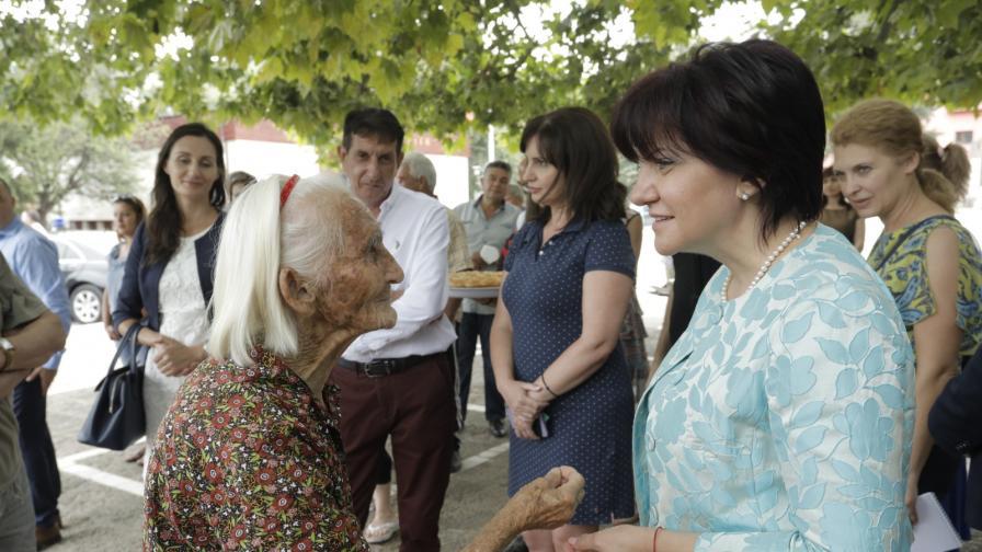 "Караянчева: ""Отровно трио"" политици иска да яхне протеста"