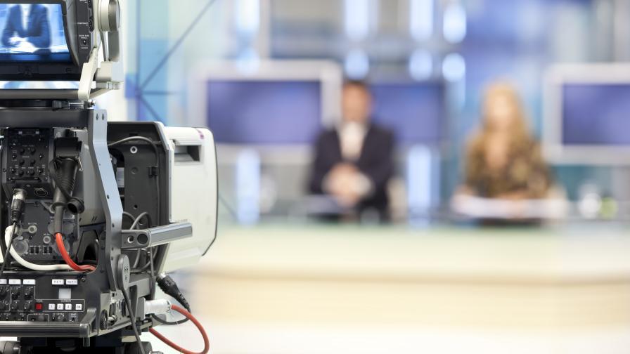 """Телевизионна водеща загуби предния си зъб """"на живо"""" е ефир"""