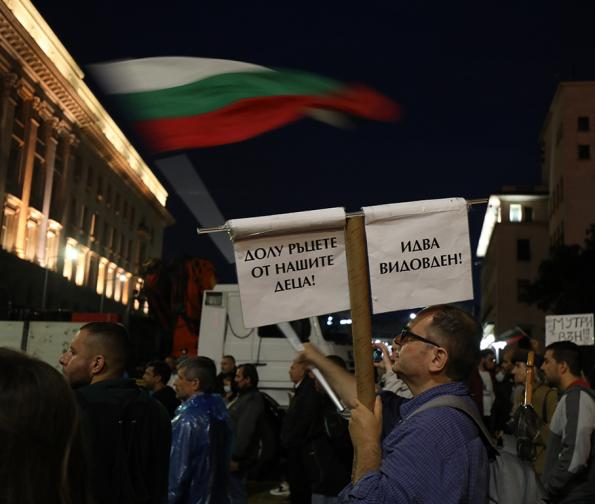 ПРОТЕСТ деСета вечер антиправителствени протести прозорците властта
