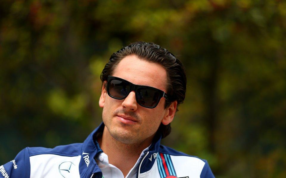Бившият пилот от Формула 1 Адриан Сутил е претърпял пътен