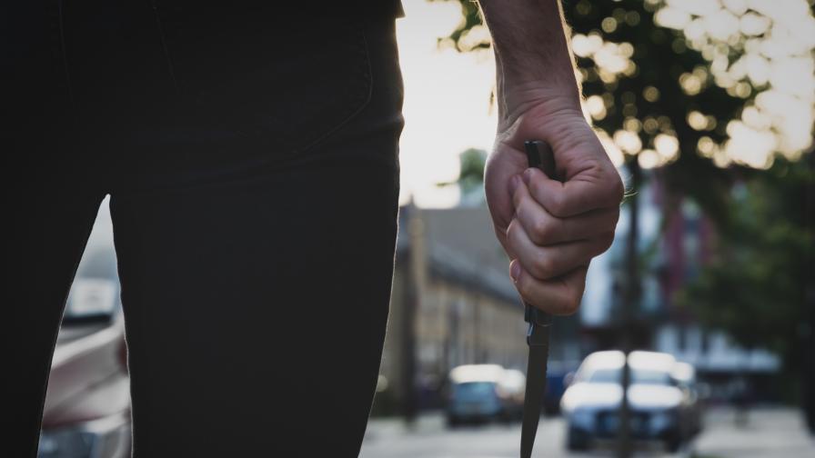 """Ужас в столичния """"Люлин"""", въоръжен с нож преследва хората в квартала"""
