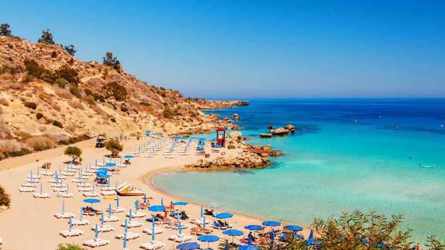 Кипър с ограничения за пристигащи от България като за най-рискова страна