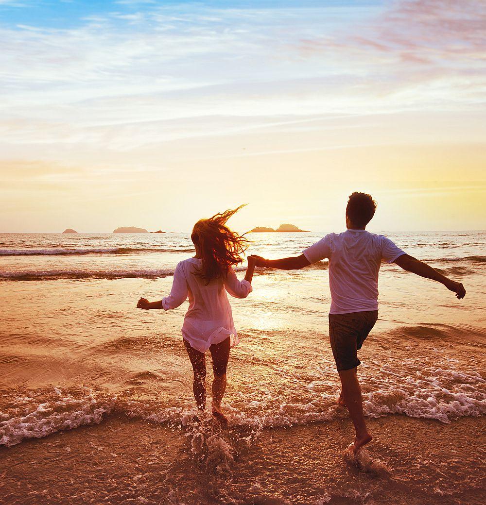 <p><strong>Везни</strong></p>  <p>Ще намерите любовта на живота си, когато осъзнаете, че животът невинаги е честен. Понякога раздялата боли и хората си тръгват по причини, които нямат абсолютно никакъв смисъл за вас, но не можете да намерите покой на място, където няма как да го получите. Оставете зад гърба си хората, които са били несправедливи към сърцето ви, и бъдете отворени да намерите човека, който се държи правилно с вас.</p>
