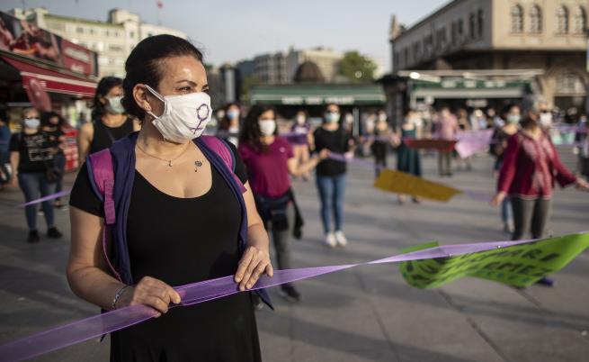 DW: Удушена и залята с цимент: бруталните убийства на жени в Турция