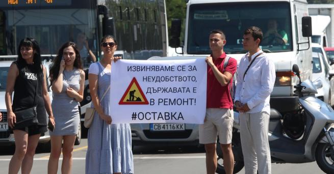 България Протестиращи блокираха ключово кръстовище в София Три седмици след