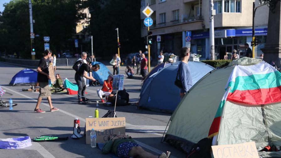 София осъмна блокирана от протестиращи