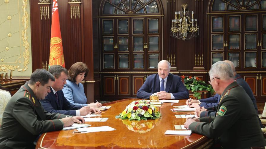 Лукашенко мобилизира армията срещу НАТО