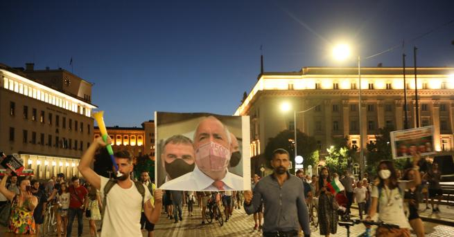 България 26-та вечер антиправителствени протести Напрежението в Стара Загора остава,