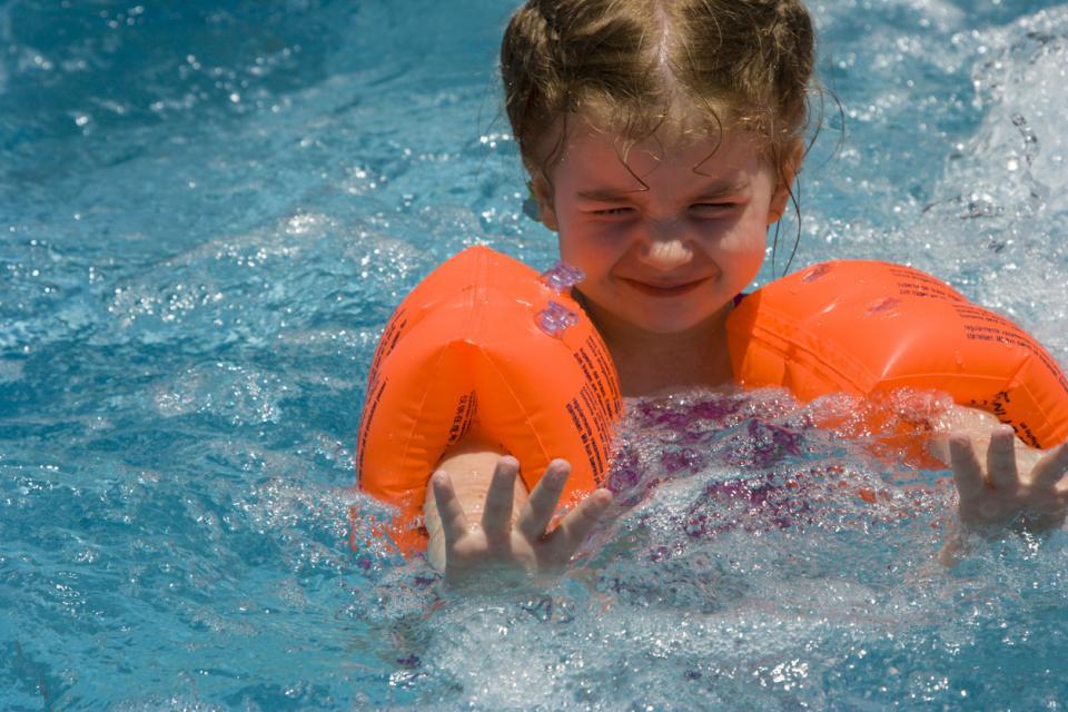 бебе вода стах плуване