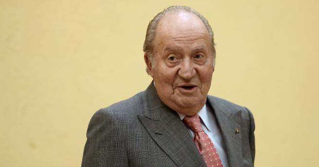Свят Бившият крал на Испания напуска страната след подозрения в